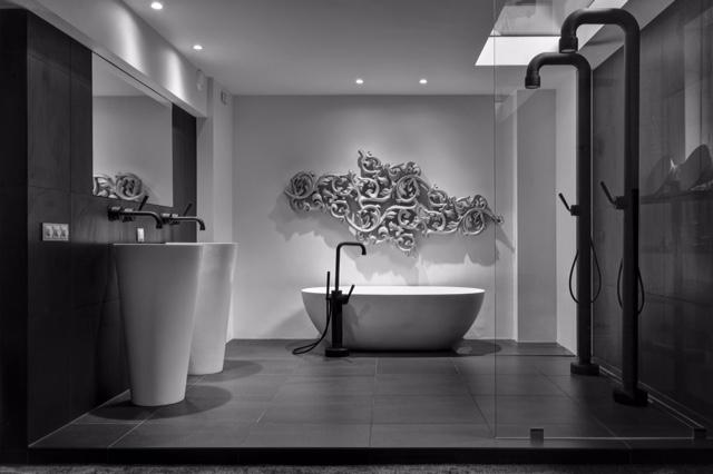 Badekar, vasker og armatur fra JEE-O